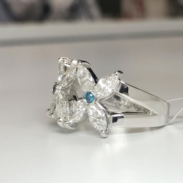 18K White Gold Cocktail