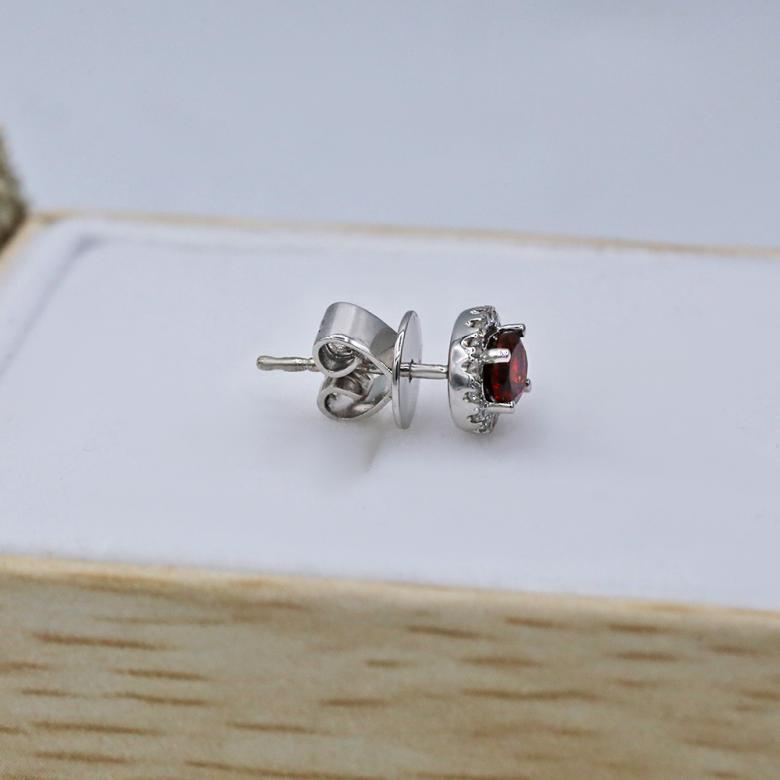 18kt White Gold Earrings