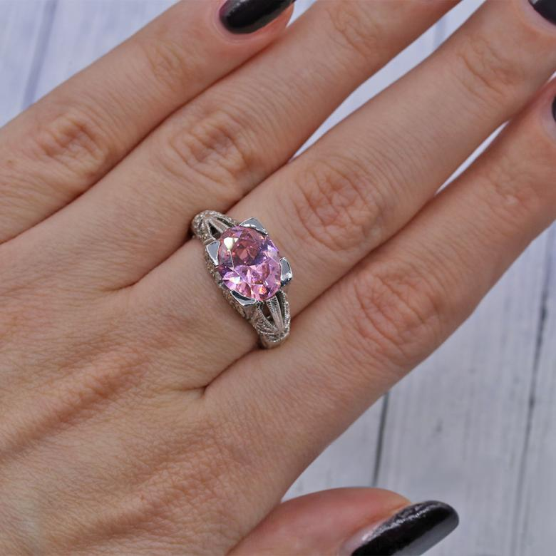 Fashion Cocktail ring features