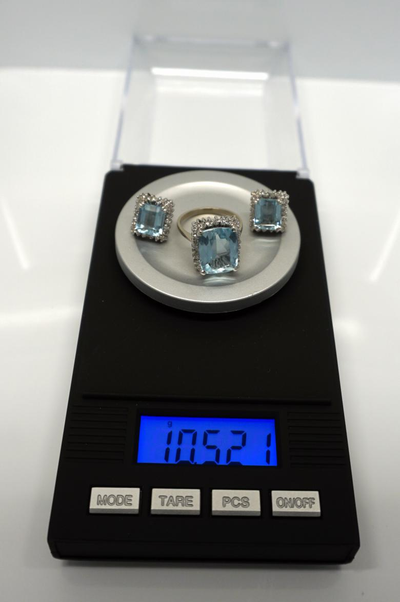 8ct. Aquamarine and Diamonds