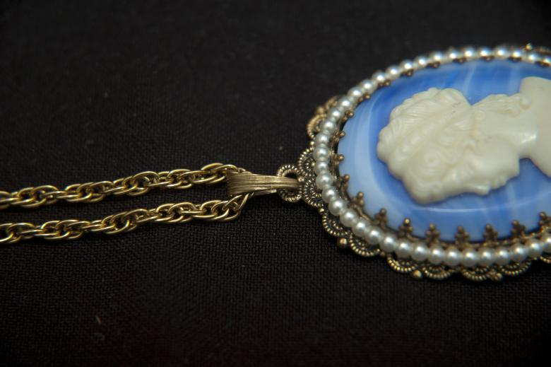 Vintage Gold toned Cameo