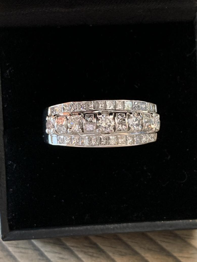 18K white gold and