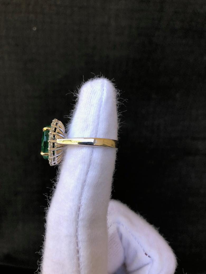 Lady's 4.50ct Emerald Ring