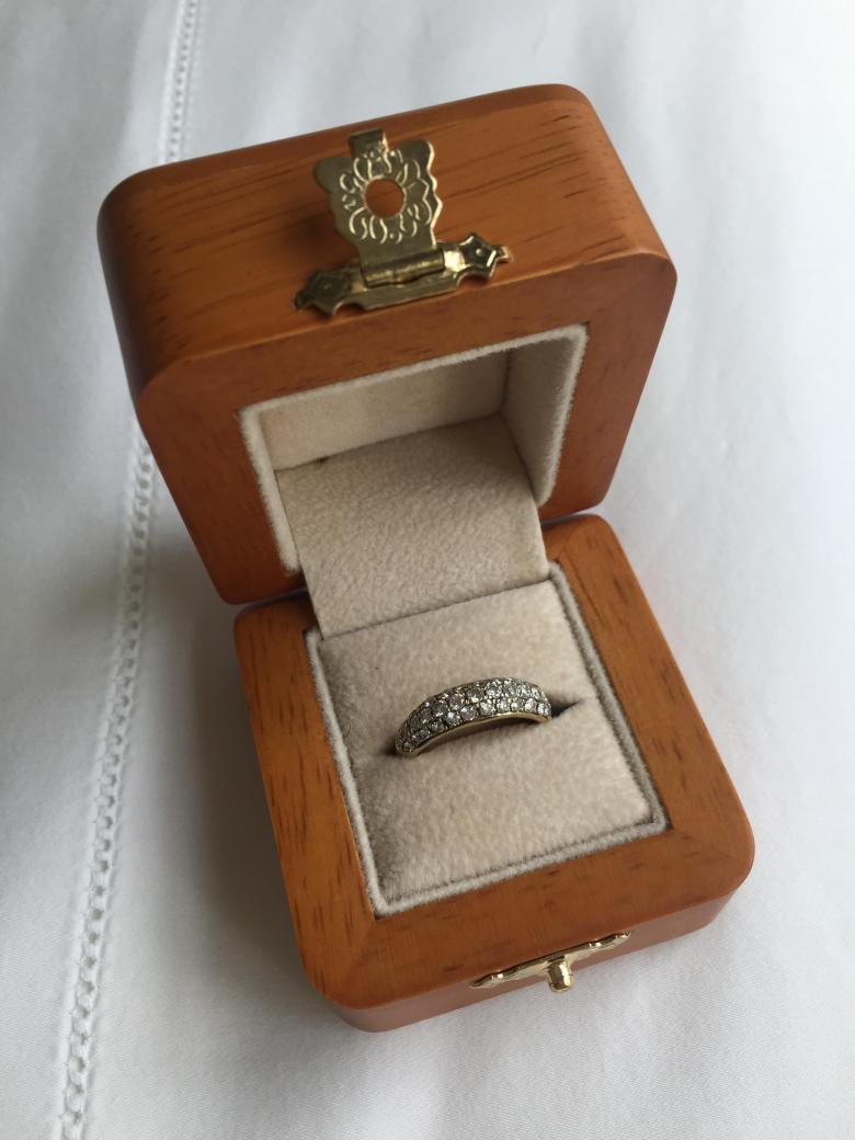 Oval eternity band with
