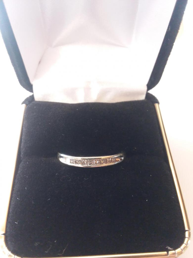 Women's wedding band