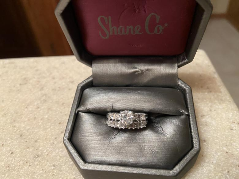 Women's engagement ring and