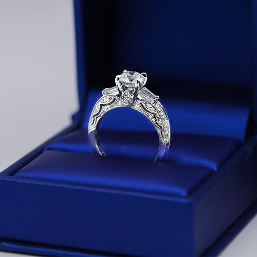 Extraordinary 18k White Gold