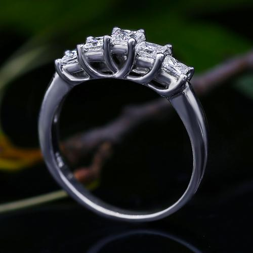 SOLD!!Charming Half-Way Wedding Diamond