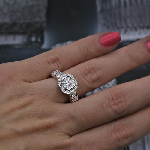 Engagement Ring features 1.50ct
