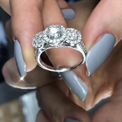 Stunning three-stone diamond ring