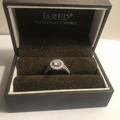 Jared Beautiful Halo 14K