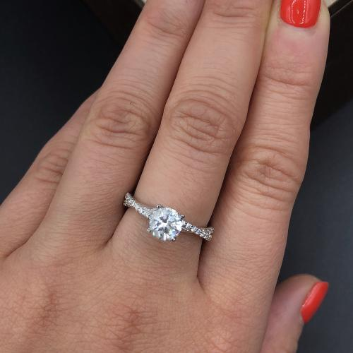 Elegant engagement ring_Video