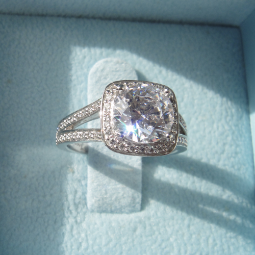Ritani Diamond ring with