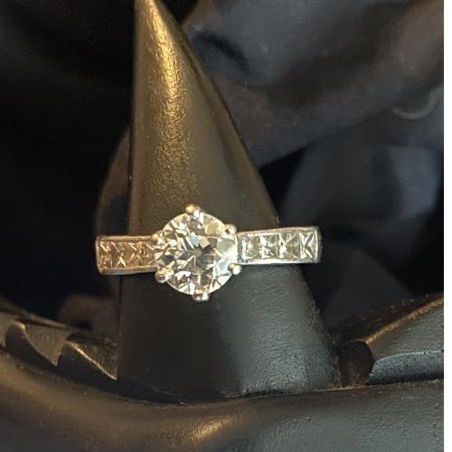 BEAUTIFUL 1.22 CT Old