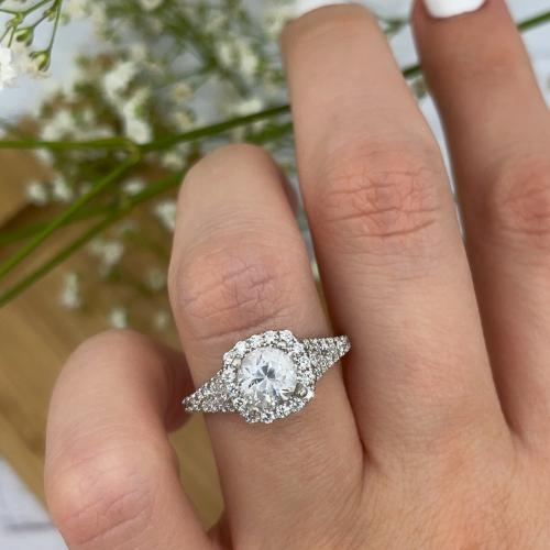 VIDEO!!! Delicate engagement ring