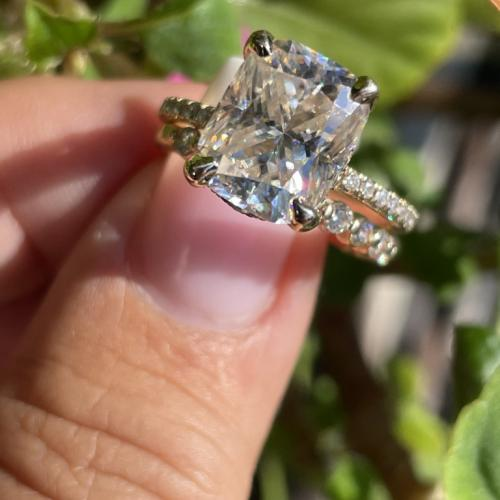 10x8mm cushion moissanite with