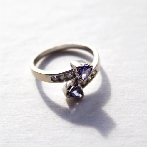 Tanzanite & Diamond White