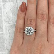 Big fantastic diamond ring