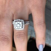 Stunning Round Diamond Engagement